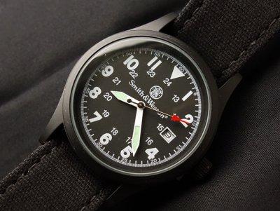 画像2: 腕時計 メンズ Smith & Wesson社 ブランド ミリタリーウォッチ ベルト3本セット 新品/ブラック