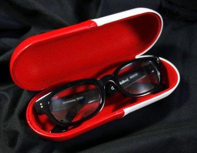 画像1: 眼鏡ケース サングラスケース カプセル デザイン 赤白 ハードケース 新品