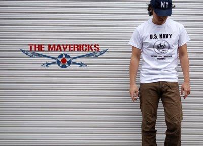 画像2: 米海軍 NAVY Seabees 蜂 モデル THE MAVERICKS ミリタリーTシャツ 半袖 / 白 ホワイト