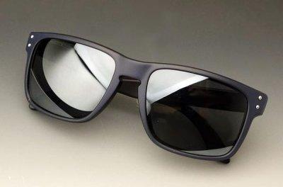 画像2: 個性的な2色使いのスクエア系サングラス・ブラック&ネイビー