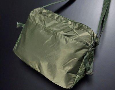 画像2: MA-1 タイプ ミリタリー ナイロン ショルダーバッグ 大 メンズ 斜めがけ 新品 / オリーブ