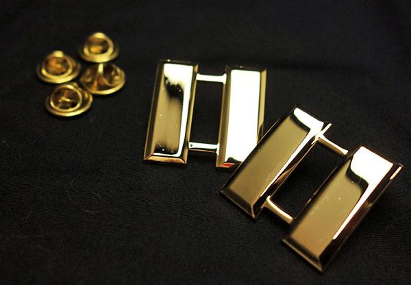 画像1: メタル 肩章 アメリカ製 米軍大尉 ROTHCO ロスコ 社 ピンバッジ ゴールド 新品 (1)