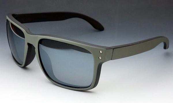 画像1: 個性的な2色使いのスクエア系サングラス・ブラック&グレー新品 (1)
