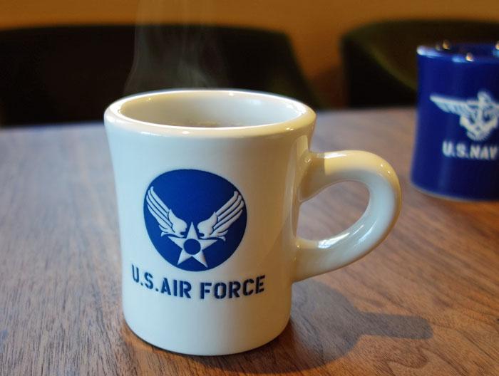 画像1: 日本製 マグカップ U.S.AIRFORCE ミリタリー コップ 瀬戸物 / ホワイト (1)