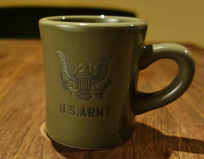 画像1: 日本製 マグカップ U.S.ARMY ミリタリー コップ 瀬戸物 / オリーブドラブ (1)
