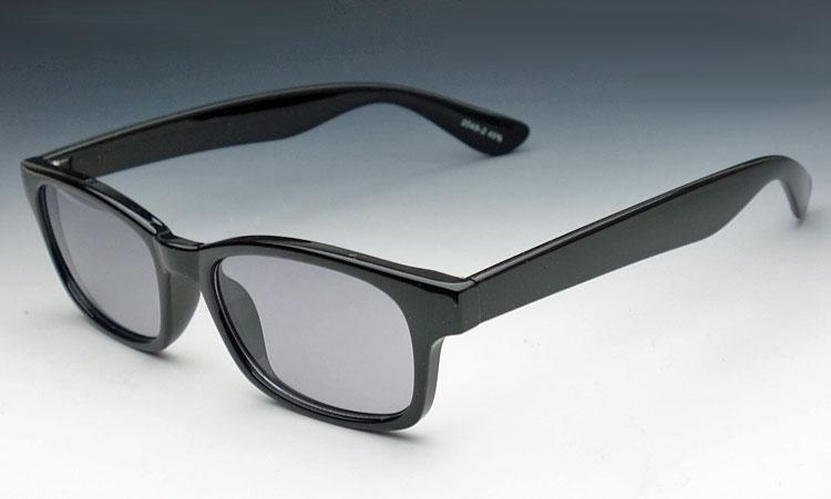 画像1: シンプルなスクエア系 サングラス ブラック スモーク ウェリントン 新品 (1)