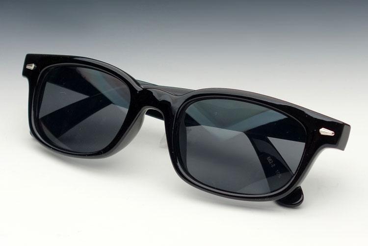 画像1: 送料無料 細デザイン ウェリントン型 サングラス メンズ 新品 / 黒 × ブラック (1)